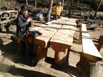 テーブル椅子完成.JPG