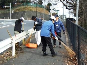 バス通り歩道清掃.JPG