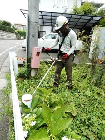 住宅付近法面草刈り.JPG