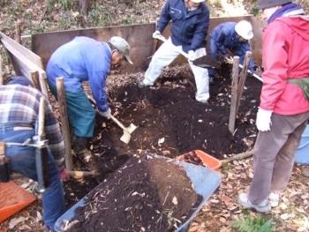 堆肥の取り出し.JPG