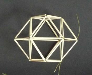 算盤のコマのような突起付き正6面体.jpg