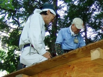 車庫の屋根の整備.jpg