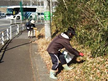 道路沿いの清掃.JPG