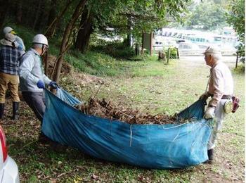 のり面刈草の処理.jpg