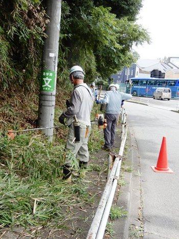バス通り歩道の清掃.JPG