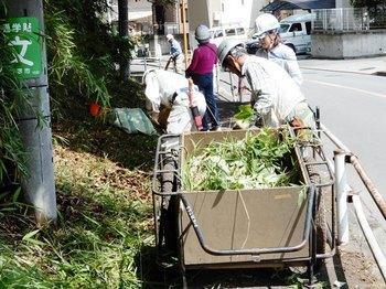 バス通り沿い歩道清掃.JPG