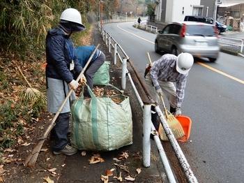 バス通り沿い清掃2.JPG