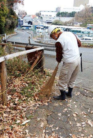 入り口付近の清掃.JPG