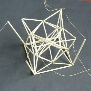 立方8面体から作る星形を内包した正6面体の作成(途中).jpg