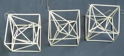 3つ並ぶ4角星in正6面体.jpg